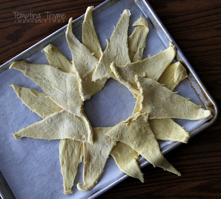 Spinach and Artichoke Crescent Ring